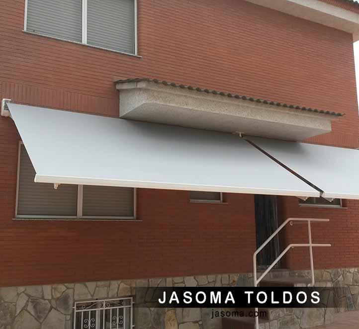 toldos en barcelona instalado en una casa