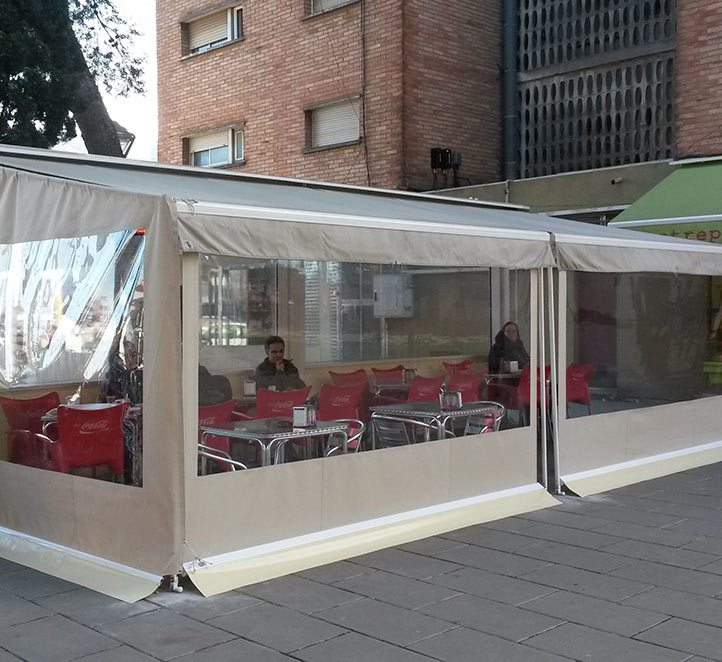 Toldos terraza bar interesting coberti toldo vela de for Toldos laterales para terrazas