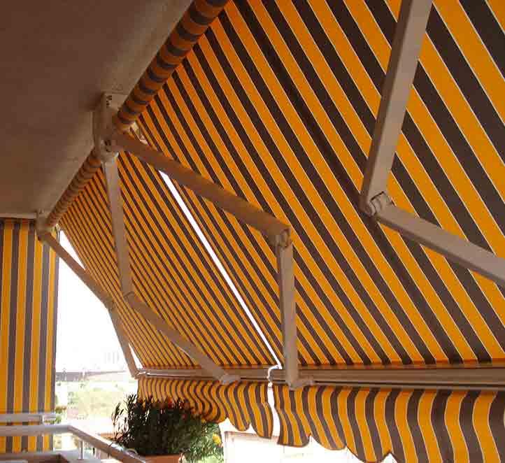 instalacion en un balcon toldo brazo invisible jasoma toldos