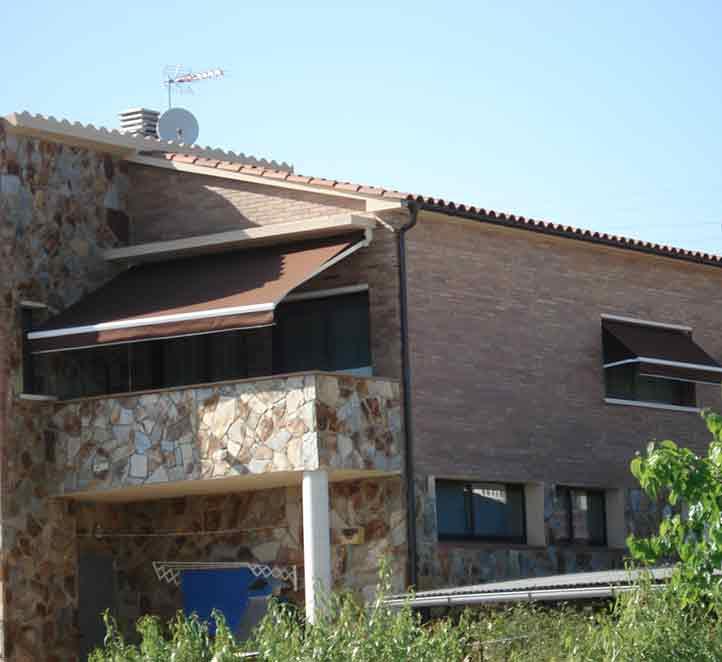 instalación en terraza toldos brazo invisible