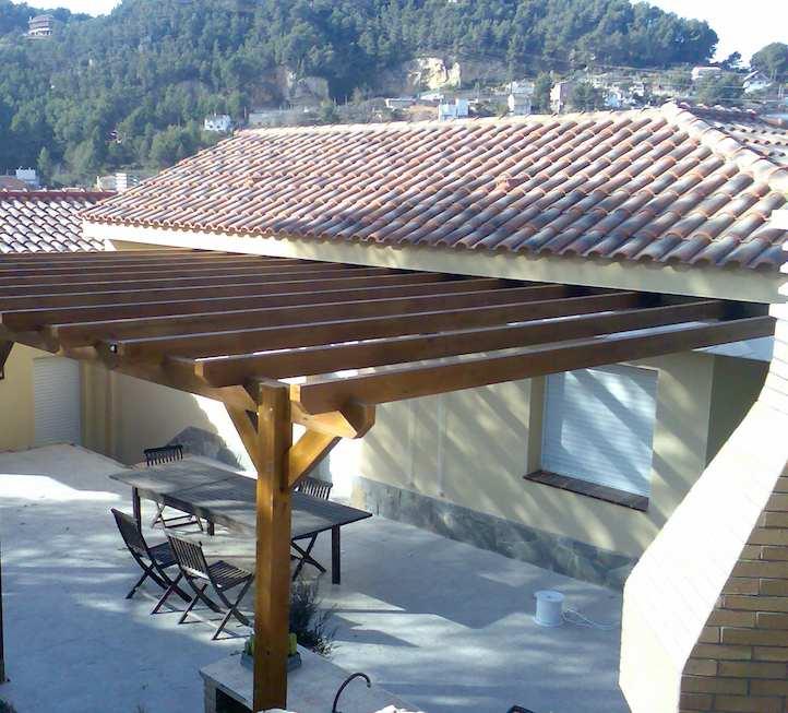 vista aérea instalación pérgolas de madera.