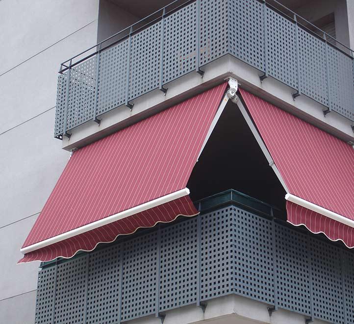 brazo invisible instalación en el balcón de un piso de Barcelona
