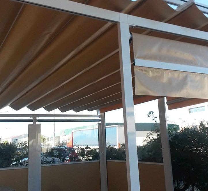 Toldos Barcelona nuestros trabajos con cerramientos con verticales