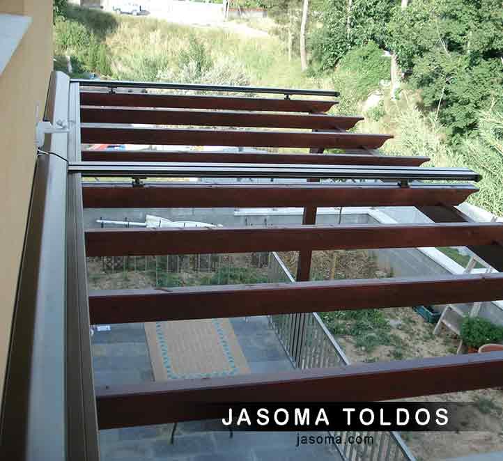 pérgola de madera y toldo veranda