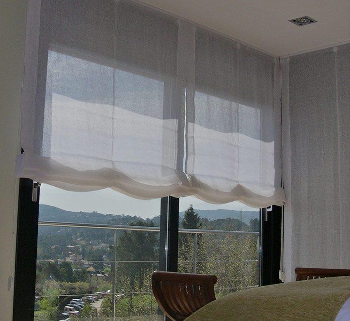 toldos telón colocado en un balcón