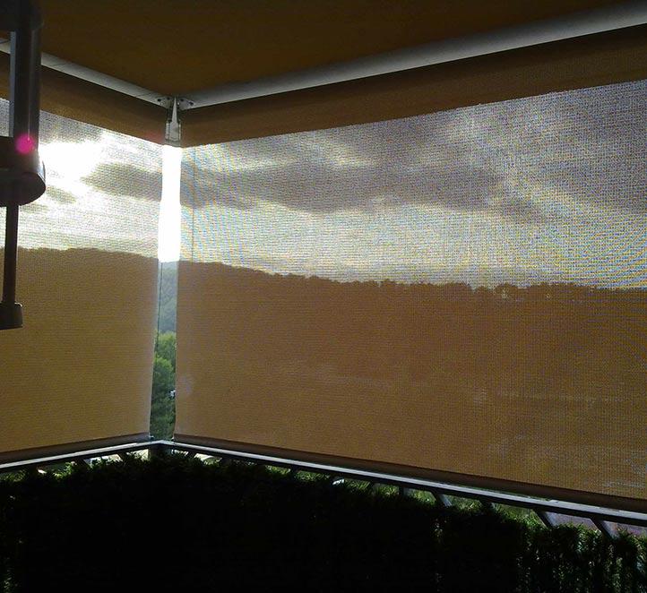 toldos verticales con cable ejemplo de instalación en Barcelona