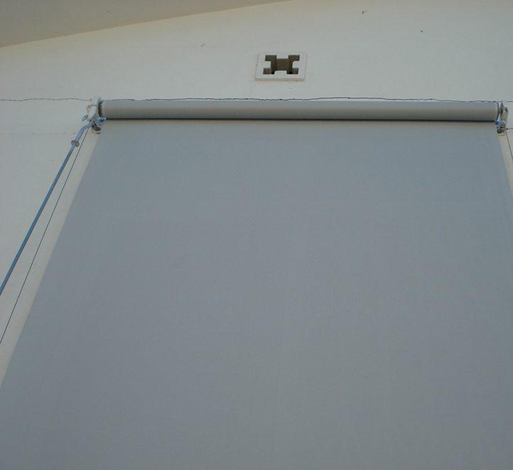 toldos verticales con cable ejemplo en Barcelona