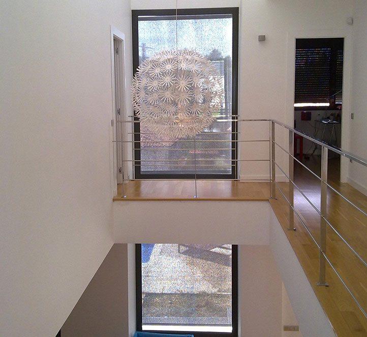toldos verticales con cable instalación en una casa de Barcelona