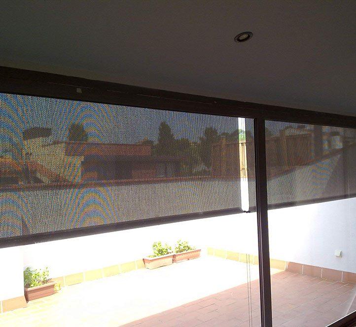 toldos verticales con cable instalación en una casa