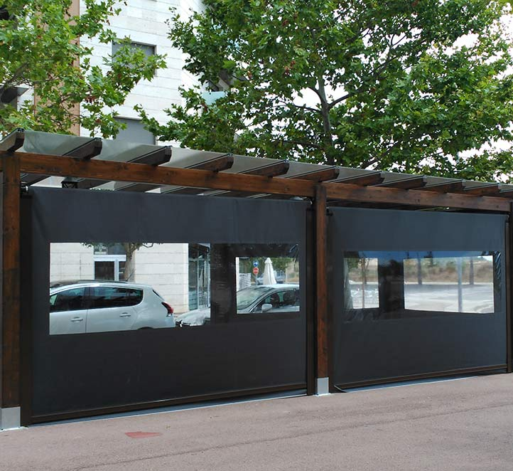 toldos verticales con cortaviento instalación en Bacelona