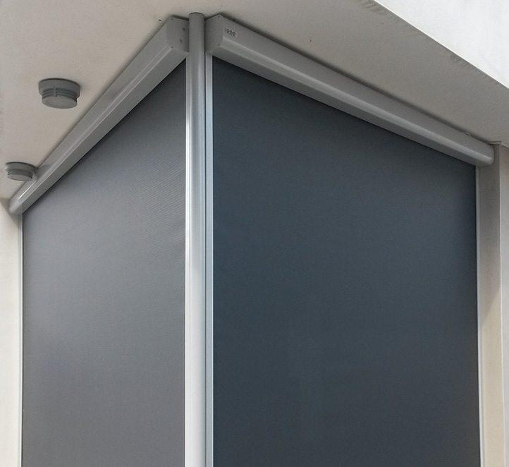 Toldos verticales con cremallera una soluci n resistente for Guias para toldos verticales