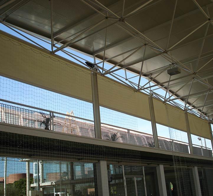 toldos verticales con guía ejemplo de instalación en Barcelona