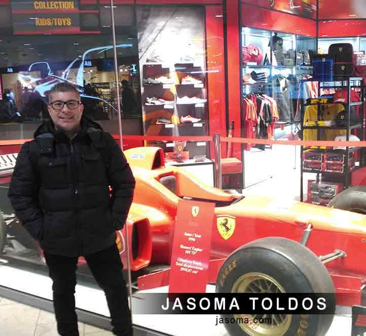 el equipo de Jasoma en la ciudad de Bolonia