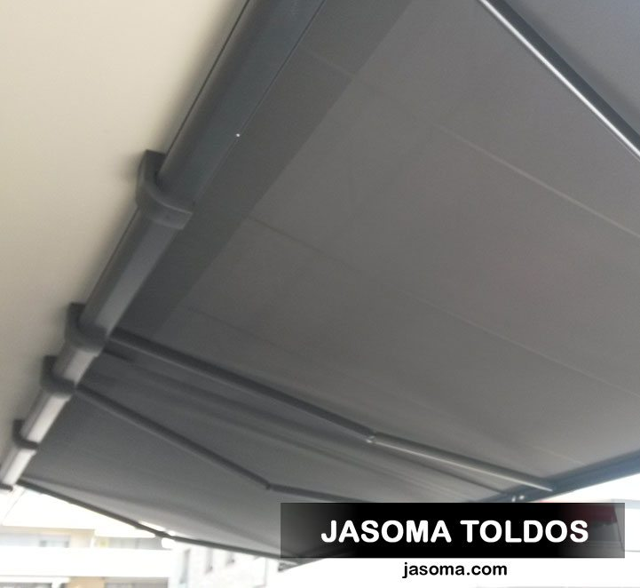 toldo cofre 6000 con soportes a techo